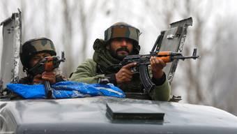 Indische Soldaten patrouillieren im Süden Kaschmirs: Die Region ist seit Jahrzehnten Schauplatz von Auseinandersetzungen zwischen Indien und Pakistan. EPA/Keystone