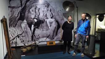 Museumsleiterin Luisa Bertolaccini und Museumskommissionspräsident Ruedi Moor präsentierten die Ausstellung im Historischen Museum Olten.Bruno Kissling