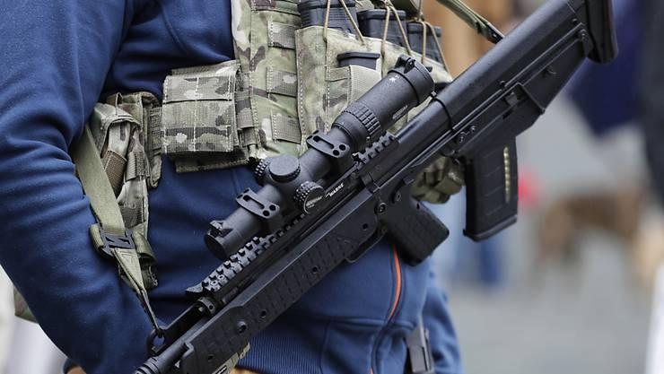 In den USA sollen sogenannte Bump Stocks, also Vorrichtungen zum Erhöhen der Geschwindigkeit bei halbautomatischen Waffen, verboten werden. (Symbolbild)