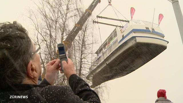 100-Tonnen-Schiff aus dem Wasser gezogen
