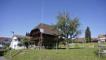 Höhe korrigiert: Baugespann Überbauung Alpenblick.