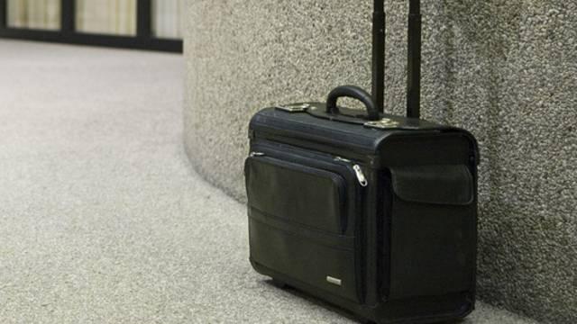 Zunächst war ein Sprengkommando herbeigerufen worden, weil der Koffer verdächtig schien (Symbolbild)