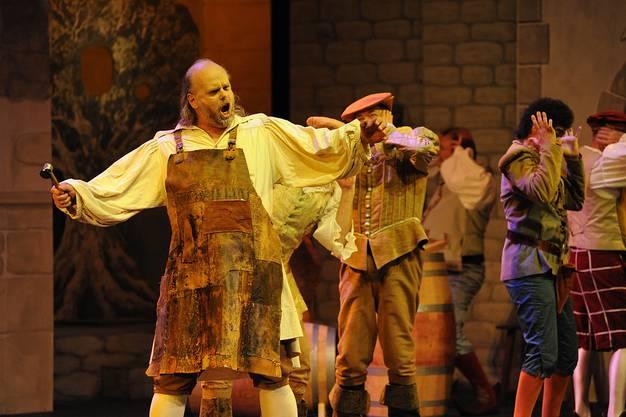 Inbrünstig verkörpert er Lotteringhi in der Oper Boccacio.