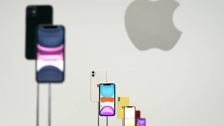 Apple lässt Kaufbeschränkung bei iPhones wieder fallen. (Archiv)
