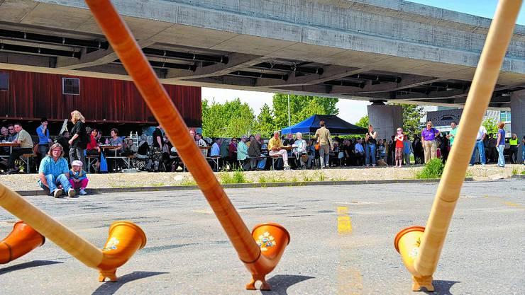 Die Velobrücke Dreibeinskreuz wurde mit einem Brückenfest eingeweiht.