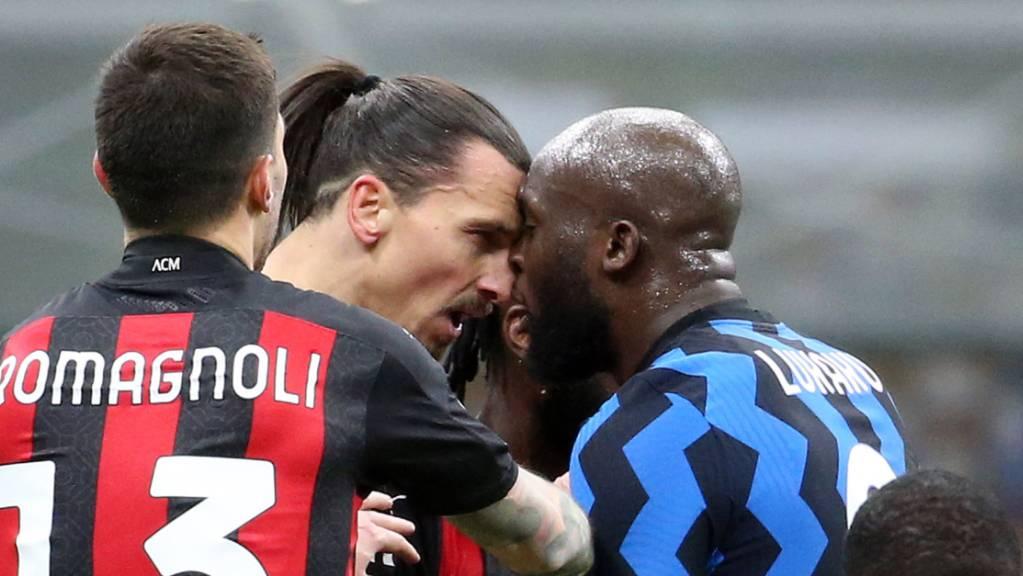 Emotionen im Mailänder Derby: Milans Zlatan Ibrahimovic und Inters Romelu Lukaku (rechts) teilen keine Zärtlichkeiten aus