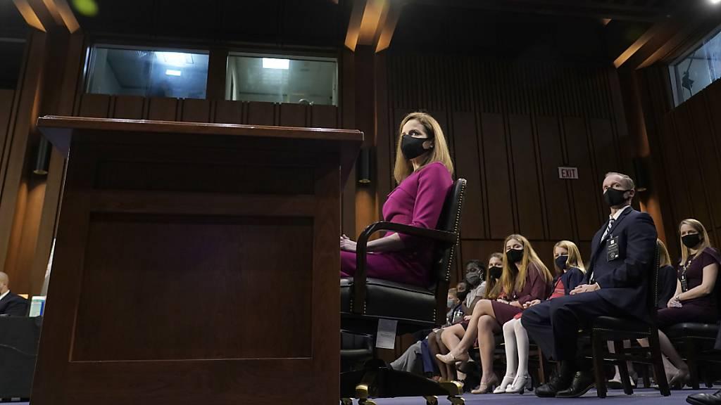 Anhörung Barretts für Oberstes Gericht geht mit Befragung weiter