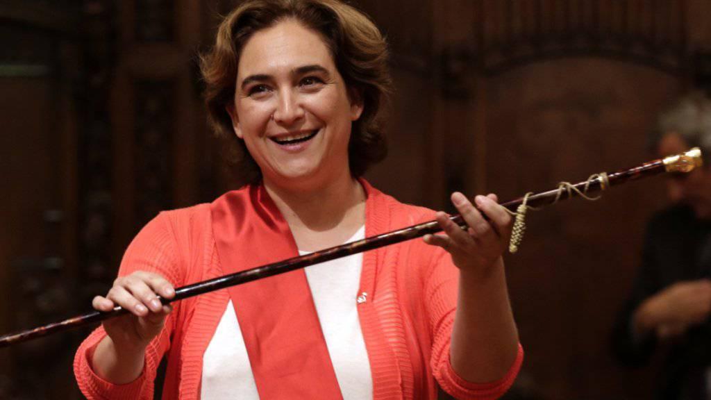 Die Bürgermeisterin von Barcelona,  Ada Colau, nutzt den gesetzlichen Spielraum und brummt Banken hohe Strafen auf, weil sie Wohnungen jahrelang leer stehen lassen. (Archiv)