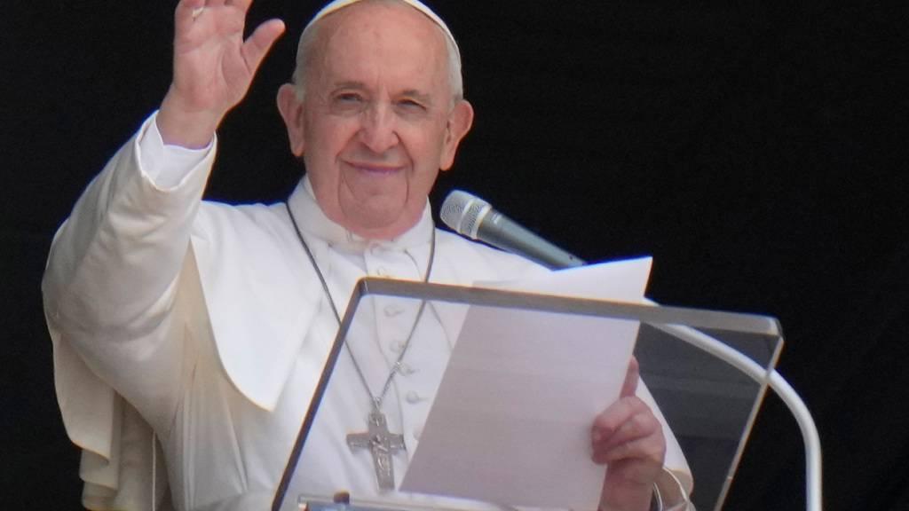 Vatikan: Papst nach Operation weiter auf Weg der Besserung