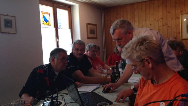 … lösen die SPler rund um Rolf Steiner (rechts) gekonnt.