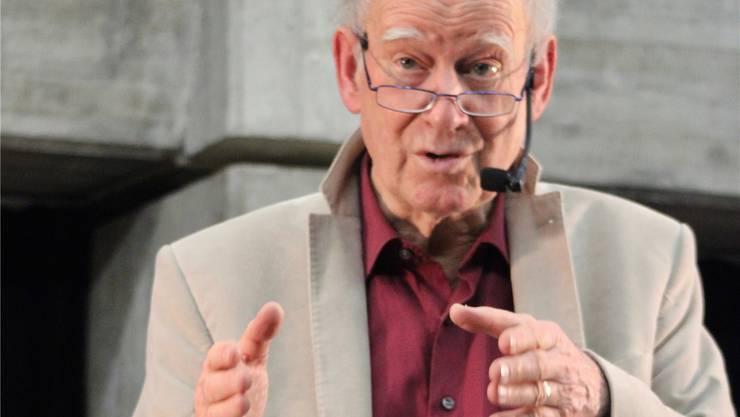 Die Lesung von Franz Hohler in der Pfaffechappe in Baden wird zum Bühnenstück. BWs