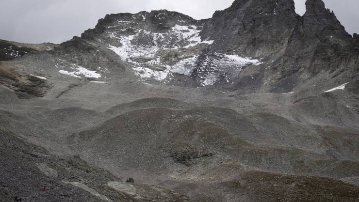 Der sterbende Pizolgletscher, ein Opfer der Klimaerwärmung. Die Nichtregierungsorganisation Carbon Disclosure Project hat ausgerechnet, was die Klimaerwärmung kostet und wieviel durch die Einhaltung der Pariser Klimaziele gespart werden könnte: Es sind Billionen. (Archivbild)