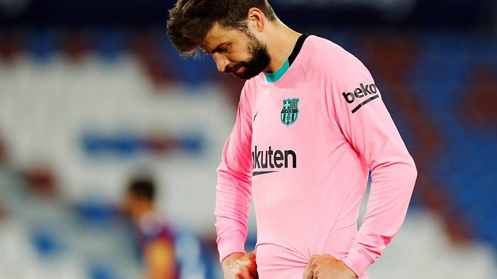 Barcelonas Verteidiger Gerard Piqué kann es nicht glauben: War das der entscheidende Rückschlag des FC Barcelona im Meisterrennen?