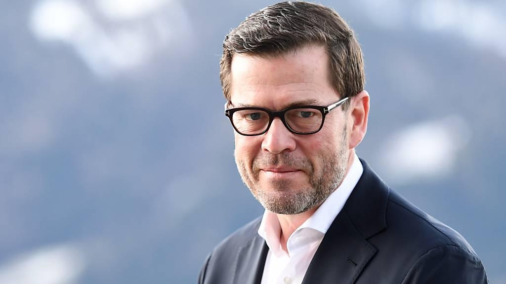 Ex-Minister zu Guttenberg hat wieder einen Doktortitel