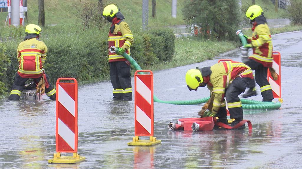 Überschwemmte Bäche im Hinterland ++ geflutete Keller in Schwyz und Zug