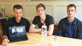 Betriebsleiter Jens Heumann, Raphael Klar (Mitte) und Stefano Mazzoleni (rechts), per Skype zugeschaltet sind Olivia Borer und Kevin Blum.