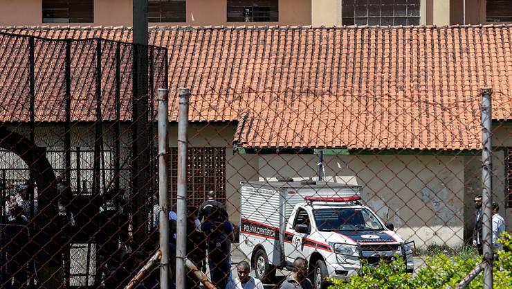 Zwei vermummte Jugendliche haben eine Schule in der Nähe von Sao Paulo gestürmt. Zehn Menschen wurden getötet, darunter die Angreifer. EPA/SEBASTIAO MOREIRA