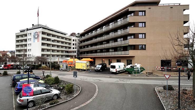 Links, in Weiss, das bisherige Altersheim und rechts, in Braun, das neue Altersheim zum Eibach in Gelterkinden.Kenneth Nars