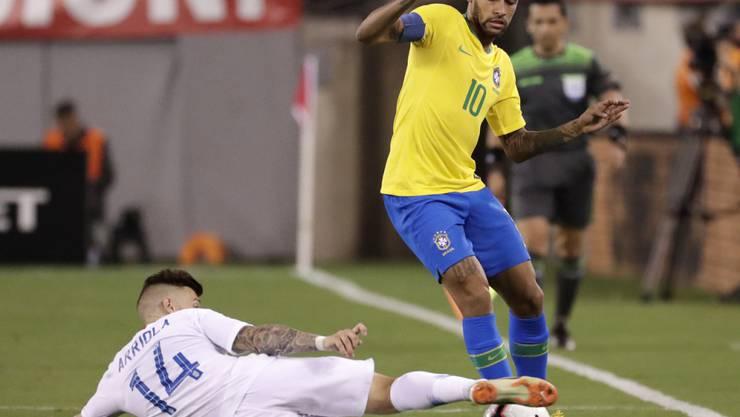 Neymar (am Ball) traf im ersten Nach-WM-Testspiel von Brasilien gegen die USA