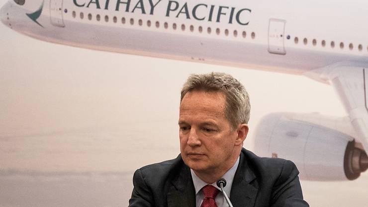 Der Konzernchef von Cathay Pacific, Rupert Hogg, tritt auf Druck Chinas von seinem Amt zurück.