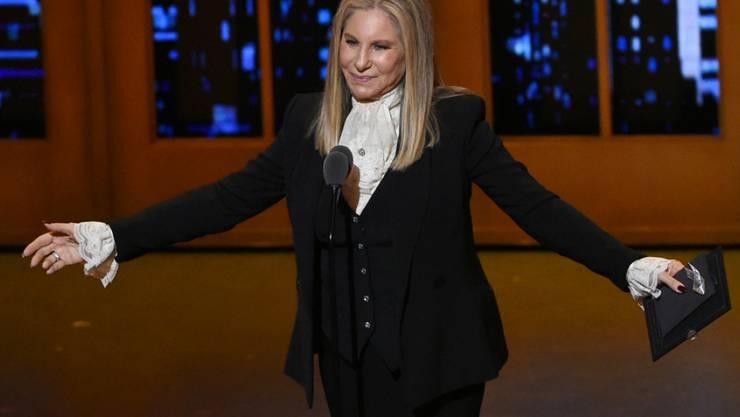 """Barbra Streisand bittet die US-Bevölkerung um Wachsamkeit: Die Schauspielerin und Sängerin hält den künftigen Präsidenten Donald Trump für ein """"launisches Kind"""". (Archivbild)"""