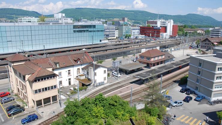 Blick auf das Planungsgebiet mit dem WSB-Bahnhof und der Gantner-Liegenschaft (l.). Foto:  Katja Landolt
