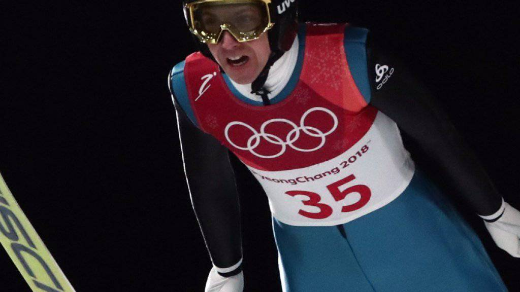 Simon Ammann musste sich in Geduld üben, ehe er bei eisiger Kälte zu seinem Sprung im Finaldurchgang ansetzen konnte
