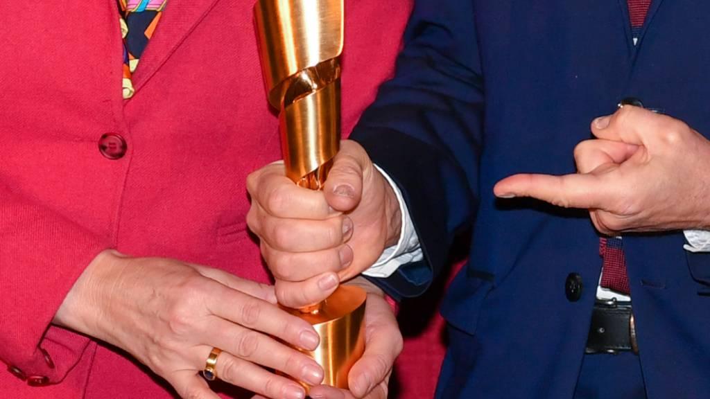Die Lola-Trophäen des diesjährigen Deutschen Filmpreises sind aufgrund der Coronavirus-Pandemie nicht in einer Gala, sondern per Videoschaltungen verliehen worden. (Symbolbild)