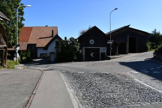 Die Strassen sind schmal und kurvig, manchmal weicht der Verkehr daher auf das Trottoir aus.