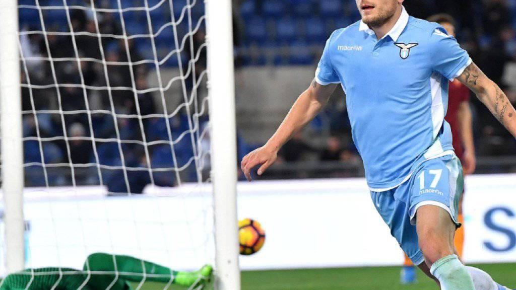 Lazio-Stürmer Ciro Immobile dreht nach seinem Tor zum 2:0 jubelnd ab