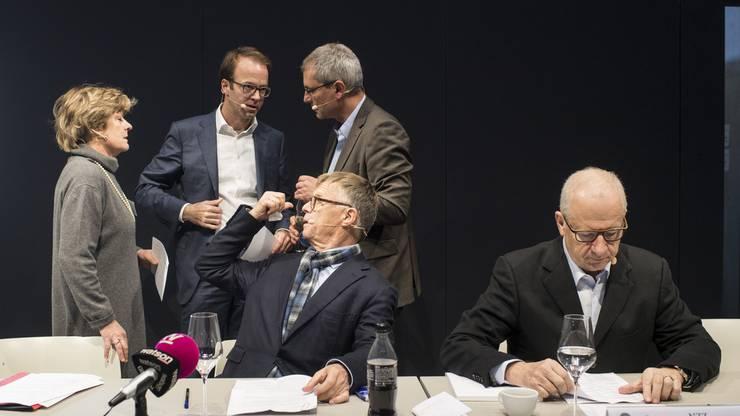 Von links: Moderatorin Esther Girsberger, Axel Wüstmann (AZ Medien), Peter Wanner (AZ Medien), Etienne Jornod (NZZ) Pascal Hollenstein (NZZ).