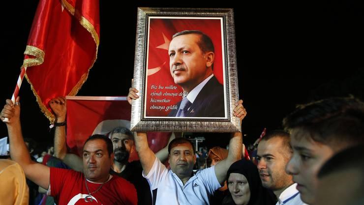Erdogan-Anhänger feiern in Istanbul die Wiederwahl ihres «Reis», ihres Führers.
