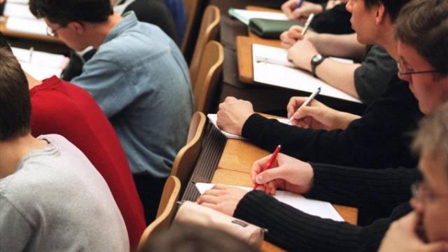 Studenten an der ETH Zürich (Archiv)