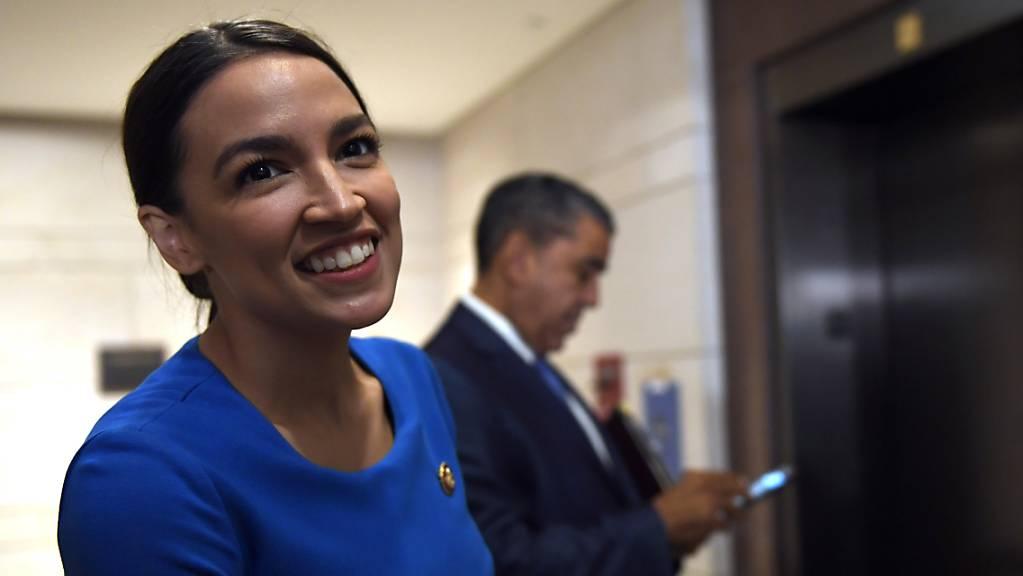 Die prominente Kongressabgeordnete Alexandria Ocasio-Cortez hat dem demokratischen US-Präsidentschaftsbewerber Bernie Sanders offiziell ihre Unterstützung ausgesprochen. (Archivbild)