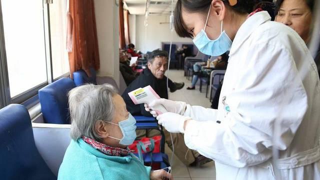 Eine Patientin wird in Shanghai behandelt (Symbolbild)