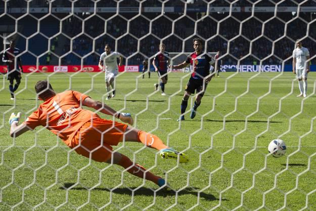 Matias Delgado trifft per Penalty zum 1:2-Anschlusstreffer.