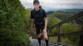 Der Extremsportler Timon Abegglen auf dem Üetliberg. (Matthias Marx)