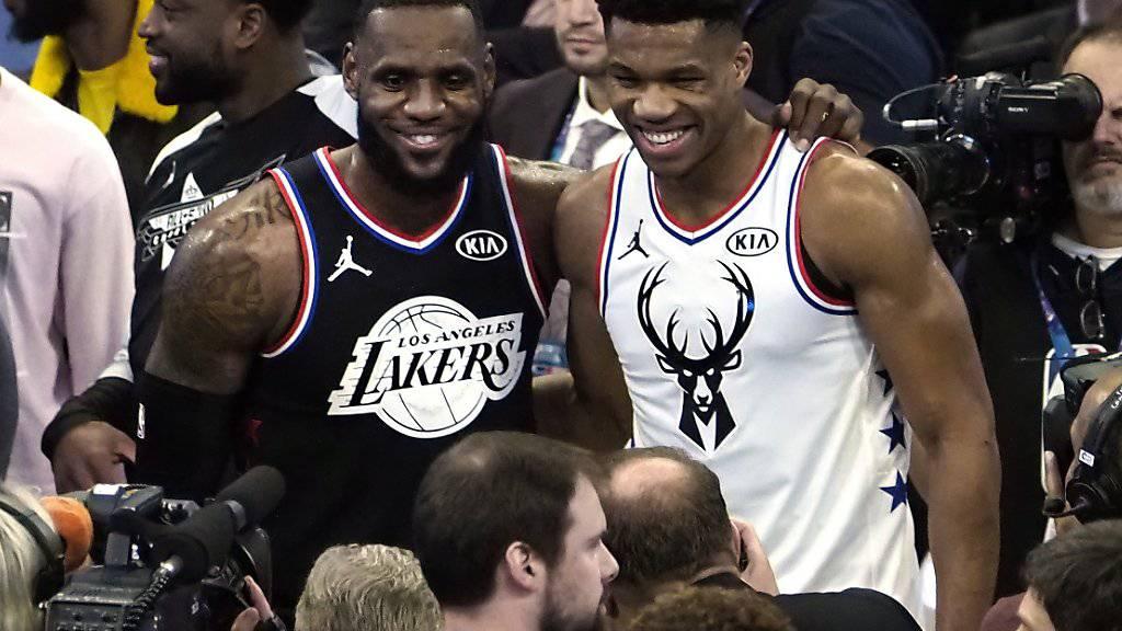 Die Captains LeBron James (links) und Giannis Antetokounmpo durften sich nach einer Fan-Abstimmung ihr Team für das NBA All Star Game zusammenstellen