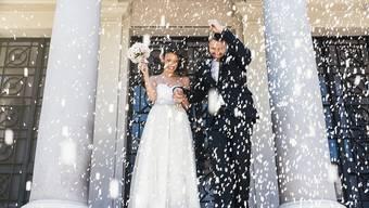 Während der Sommermonate von Mai bis September ist Hochzeits-Hochsaison. (Symbolbild)