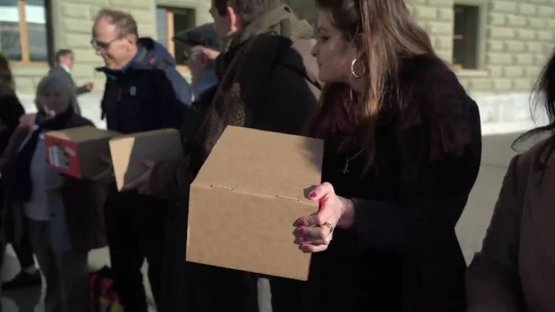 """60'000 Unterschriften gegen """"Reichenbonus"""" eingereicht"""