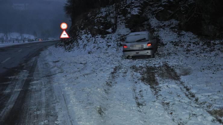 In Seewen geriet eine Frau auf schneebedeckter Strasse ins Schleudern und verletzte sich leicht