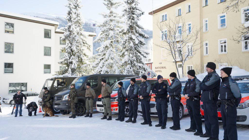 Armeeangehörige und Polizisten, die am WEF im Einsatz stehen, wurden speziell auf terroristische Gefahren hin ausgebildet.