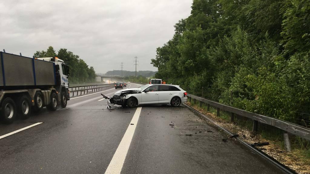 Stau im Morgenverkehr: Auto prallte gegen Leitplanke