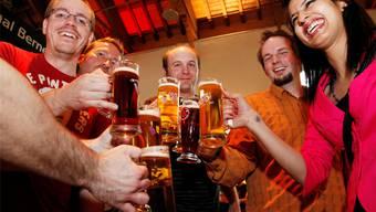 Anstossen auf die Bierkultur der «Kleinen» war in der Reithalle öfters angesagt.