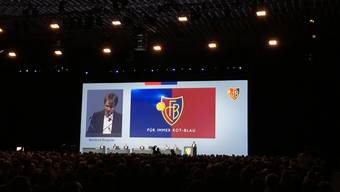 Bernhard Burgener ist da. Erstmals spricht er zu den FCB-Mitgliedern.