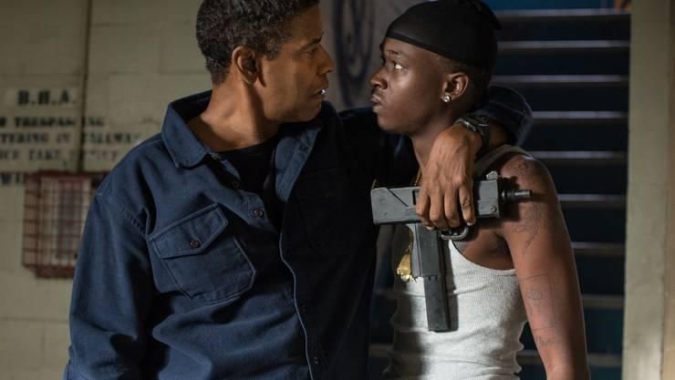 Robert McCall (Denzel Washington) nimmt den Teenager Miles (Ashton Sanders) unter seine Fittiche.