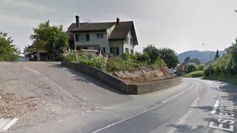 Ein Bild, wie es viele Vältner nicht gerne sehen: Aufnahmen von Google Street View zeigen detailliert Hauseingänge, Gärten und auch Privatstrassen. Screenshot