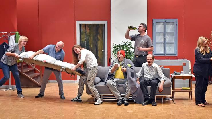 Die Theatergruppe Hägendorf-Rickenbach hält das Tempo bei der Verwechslungskomödie «Rente gut – alles gut!» hoch.