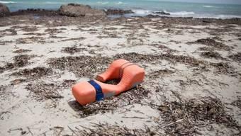 Schwimmweste an einem Strand in Libyen. (Symbolbild)