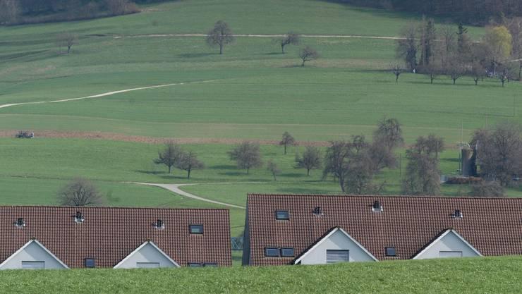 Die Erfüllung des Traumes vom Eigenheim schwindet langsam, aber sicher – trotz tiefster Zinsen.